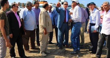 فيديو وصور.. محافظ كفر الشيخ والسفير الإسترالى يتفقدان مصنع الرمال السوداء