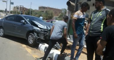 صور.. إصابة شخصين فى حادث تصادم بالوادى الجديد