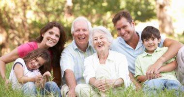 كيف تؤثر الزيارات العائلية على صحة كبار السن النفسية فى العيد؟