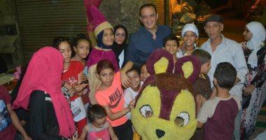 صور.. طارق علام يصطحب أسرة برنامجه للإفطار مع الأيتام بمنطقة السبتية
