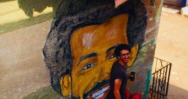 """حساب ليفربول ينشر جداريتين لمحمد صلاح ويعلق: """"أنت الأمل.. عد قويا"""""""