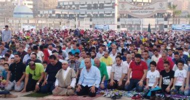 صور.. رواد الزمالك يؤدون صلاة العيد داخل النادى