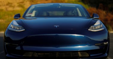 """استدعاء جديد لـ""""تسلا"""" بسبب تضليل المستثمرين بشأن سيارة """"موديل 3"""""""
