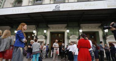 """صور.. الجماهير  تتوافد على مسرح """"مارينسكى"""" فى بطرسبرج لمشاهدة حفل عمر خيرت"""
