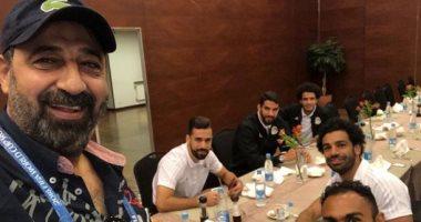مجدى عبد الغنى ينشر صورة مع نجوم المنتخب أثناء تناول الإفطار فى روسيا