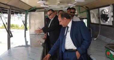 صور.. محافظ الإسكندرية يتفقد عربة مأكولات متنقلة لتشجيع المشروعات الشبابية