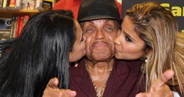 وفاة والد مايكل جاكسون بعد صراع مع سرطان