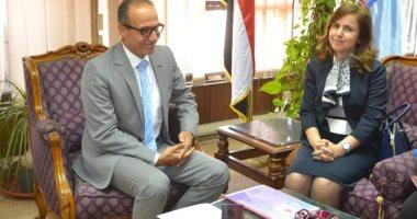 """""""الحاج على"""" يناقش مع مستشارة جامعة الدول العربية المشاركة بمعرض الكتاب"""