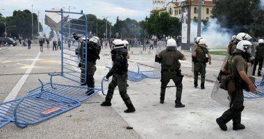 اعتقال 3 أشخاص بعد هجوم بالقنابل والحجارة على قسم شرطة في اليونان