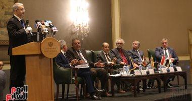 عمرو نصار ووزير الاستثمار البولندى يوقعان بيان ختام المشاورات الثنائية - صور