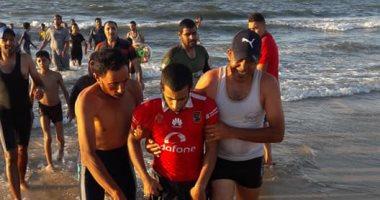 صور.. زحام بمصيف بلطيم وإنقاذ 240 مصطاف من الغرق