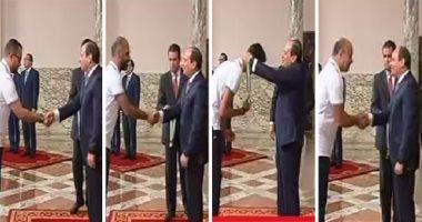 """""""شرفتم مصر"""".. السيسى يكرم أبطال البحر المتوسط ويمنحهم أوسمة الجمهورية"""