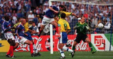 """كأس العالم 2018.. أومتيتى يكرر رأسية زين الدين زيدان فى نهائى 1998 """"فيديو"""""""