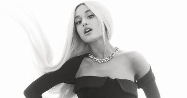 شاهد.. إريانا جراند تتصدر غلاف مجلة Elle لشهر أغسطس المقبل