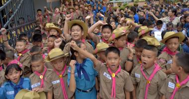 وقفة لطلاب تايلاند أمام مستشفى أطفال الكهف للتضامن معهم