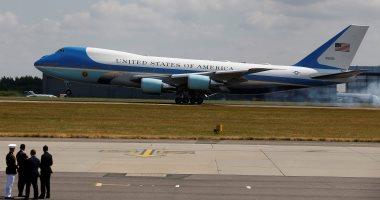 صور.. هبوط طائرة الرئيس الأمريكى بمطار ستانستد بلندن