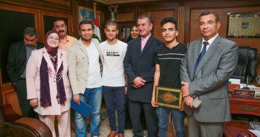 فيديو وصور .. محافظ كفر الشيخ يكافئ أوائل الثانوية العامة بـ5 آلاف جنيه