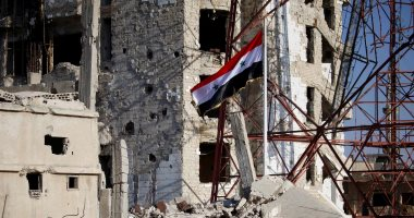 علم سوريا يرفرف فى درعا بعد سيطرة الجيش على المدينة