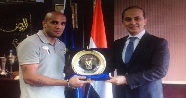 الداخلية تكرم عبد الرحمن عرابى بطل الملاكمة ببطولة البحر المتوسط