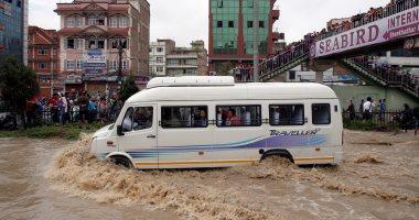 صور.. الفيضانات تغمر مئات البيوت والمحلات فى نيبال وانتشار فرق الإنقاذ