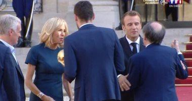 الرئيس الفرنسى يستقبل لاعبى الديوك فى قصر الإليزيه.. فيديو وصور