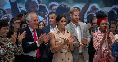 صور.. الأمير هارى وزوجته ميجان يزوران معرضا لنيلسون مانديلا فى لندن