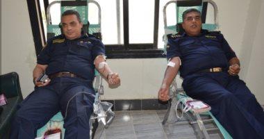 رجال الشرطة يتبرعون بدمائهم للمرضى فى الأقصر