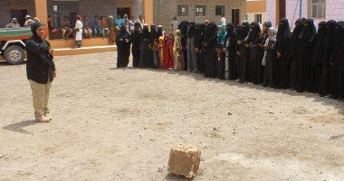 صور.. الإمارات تواصل حملتها لتوعية السكان بمخاطر الألغام غرب اليمن