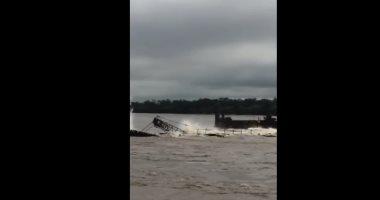 انهيار جسر وغرق مركبين جنوب الصين