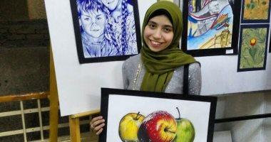 """بالصور.. """"ميرنا وياسمين"""" توأمان يتشاركان في كل شىء حتى موهبة الرسم"""