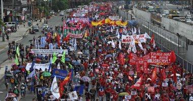 صور.. الآلاف يتظاهرون ضد رئيس الفلبين قبل خطابه فى الكونجرس