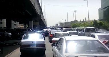 زحام مرورى بشارع مصطفى النحاس فى مدينة نصر بسبب سيارة معطلة