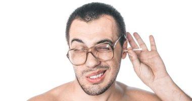 لو بتعانى من انسداد الأذن.. تعرف على طرق بسيطة لعلاجها