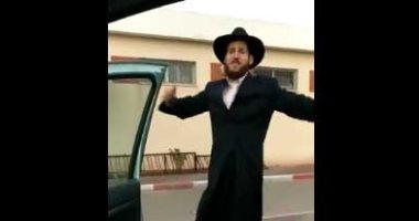 """فيديو.. حاخام إسرائيلى يرقص """"كيكى"""" فى شوارع القدس المحتلة"""