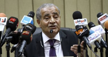 """وزير التموين: """"بلغوا عن الموظفين اللى بتطلب أموال عند إضافة المواليد"""""""