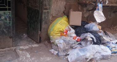 شكوى من تراكم القمامة بطريق شبرا الخيمة حى غرب