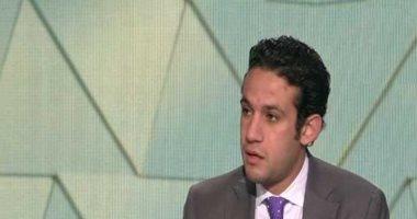 محمد فضل يتفقد مطار القاهرة قبل وصول الوفود المشاركة فى قرعة الكان