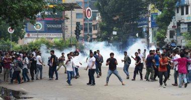 شرطة بنجلاديش تطلق الغاز لتفريق آلاف المحتجين على مقتل طالبين