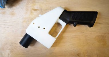 فيس بوك يحظر نشر أى تصميمات تساعد فى طباعة أسلحة ثلاثية الأبعاد