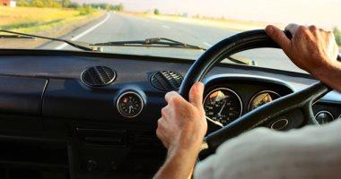نصائح للوقاية من آلام الرأس والغثيان أثناء ركوب السيارة لمسافات طويلة