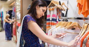 استشارى صحة مهنية يحذر باعة محلات الملابس من الوقوف فترة طويلة