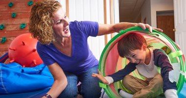 كيف تبدأ الأم تنمية مهارات طفلها مريض التوحد؟