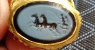 العثور على خاتم رومانى مصنوع من الذهب عمره 300 عام فى إنجلترا