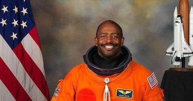 رائد فضاء يدعى أنه رأى جسما غريبا يشبه الكائنات الفضائية فى 2011