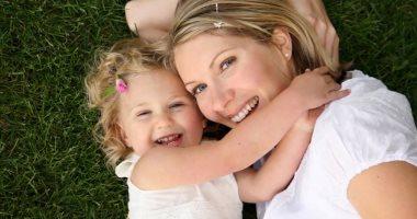 هل إجراء إزالة شعر الطفلة بالليزر آمن على البشرة؟