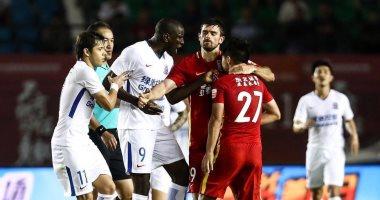 إيقاف لاعب صينى 6 مباريات لتوجيهه إهانات عنصرية للسنغالى ديمبا با
