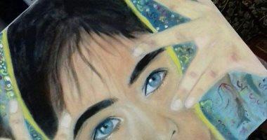 أميرة محمدين تبدع فى رسم اللوحات الفنية بأقلام الفحم وألوان الخشب