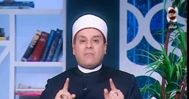 """فيديو.. مظهر شاهين لـ""""زوج حلا شيحة"""": الحفاظ على تماسك الأسرة أهم من الحجاب"""