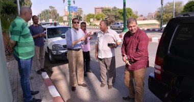 محافظ أسيوط: خطة لصيانة الطرق الرئيسية والسريعة شهريا
