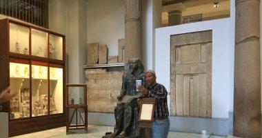 حفيد مانديلا وأعضاء البرلمان الأفريقى يلتقطون السيلفى بالمتحف المصرى.. فيديو وصور